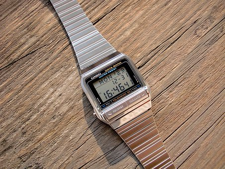 the electronic watch 1711282 340